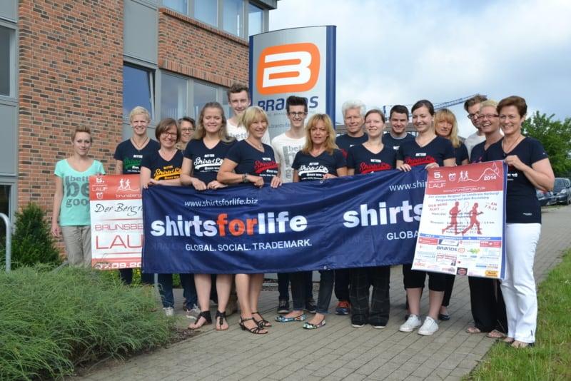 Die Firma Brands Fashion unterstützt den Brunsberglauf mit Shirts aus dem Bildungsprojekt